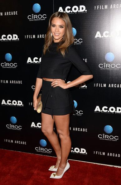 how to style crop tops jessica alba