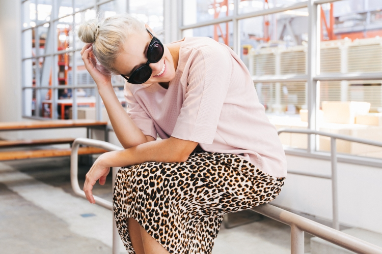 Bryn Newman of Stone Fox Style Pastel Pale Pink Neutral top with leopard skirt – LE TOTE how to wear neutrals