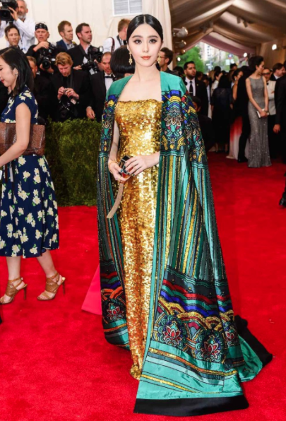 Fan Bing Bing has done it again. The actress appropriately flaunted an emerald green cape by Chinese designer Christopher Bu. In doing so, Fan pays homage to her heritage in a fabulous and daring way.