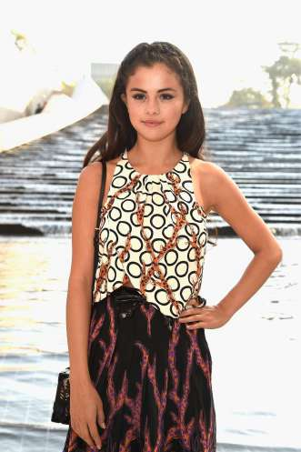 Selena-Gomez--Louis-Vuitton-Fashion-Show-2015--29