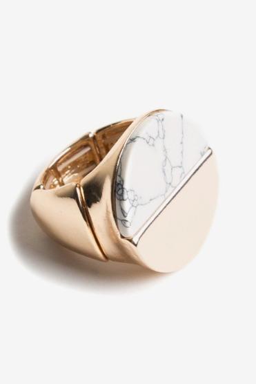 https://www.letote.com/accessories/4606-howlite-half-circle-ring