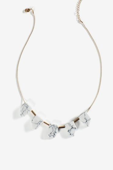 https://www.letote.com/accessories/4037-howlite-statement-neck